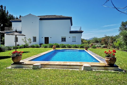 Country House, Pool, 30.000 m2 Land. 1000 Walnut Trees, Close to Ronda