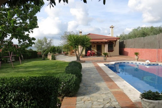 Long Term Rental, Country Bungalow, 3 Beds, Pool