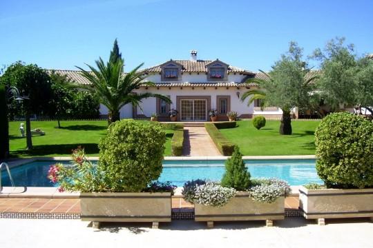 Luxurious Country Villa, Pool & Mature Gardens